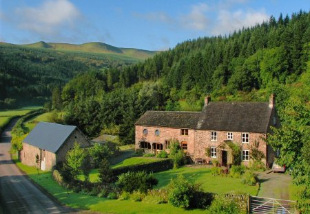 Farm House in Talybont-on-Usk, Wales