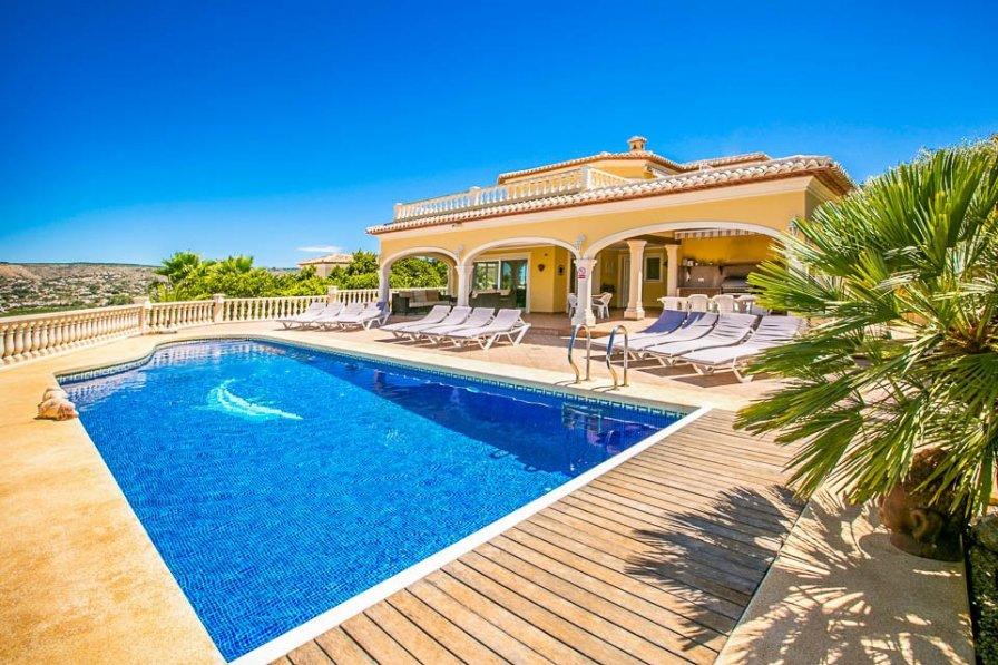 Villa in Spain, Rebaldi