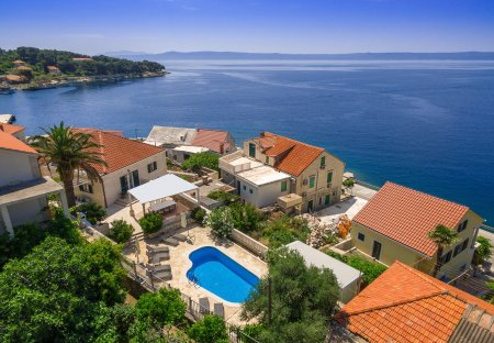 Villa in Sumartin, Croatia