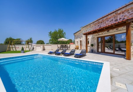 Villa in Debeljak, Croatia