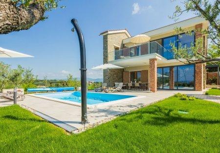 Villa in Oslići, Croatia