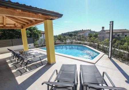 Villa in Mugeba - Monghebbo, Croatia
