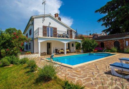 Villa in Bašarinka - Balzarini, Croatia