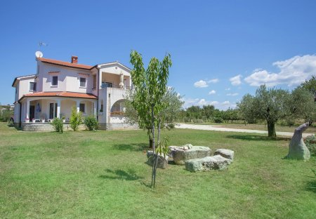 Apartment in Valkarin, Croatia