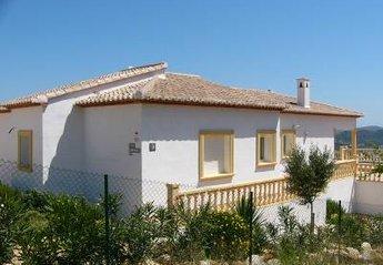 Villa in Spain, Pedreguer: Side view of Villa Solana