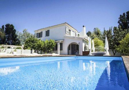 Villa in Porto Columbu-Perd'e Sali, Sardinia