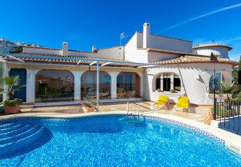 5 bedroom Villa for rent in Denia