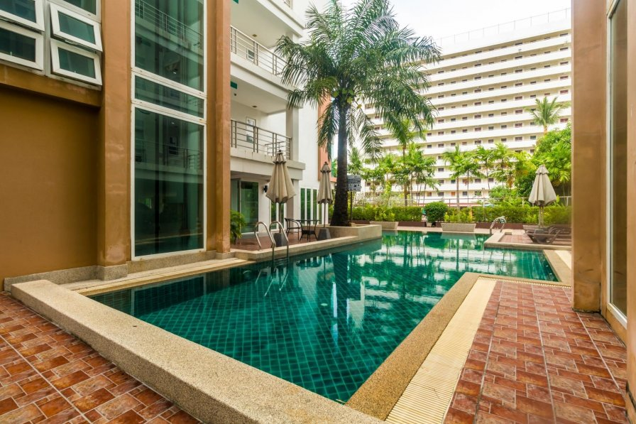 Apartment rental in Patong beach, Phuket, with shared pool