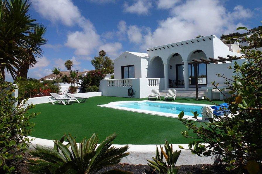 Villa in Spain, Urbanización Oasis de Nazaret