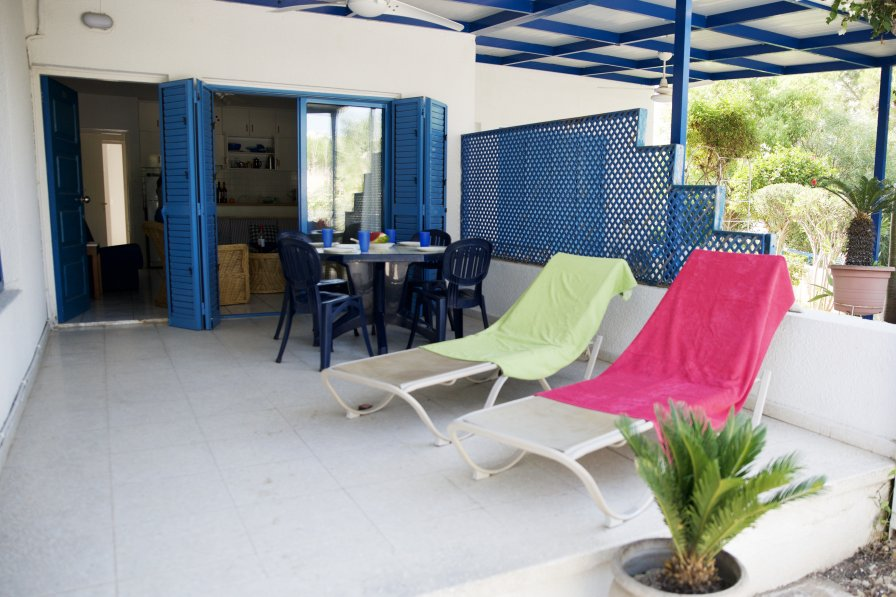 Pebbles Beach Cottage - 1 Bedroom, Sleeps 3, Free Wifi