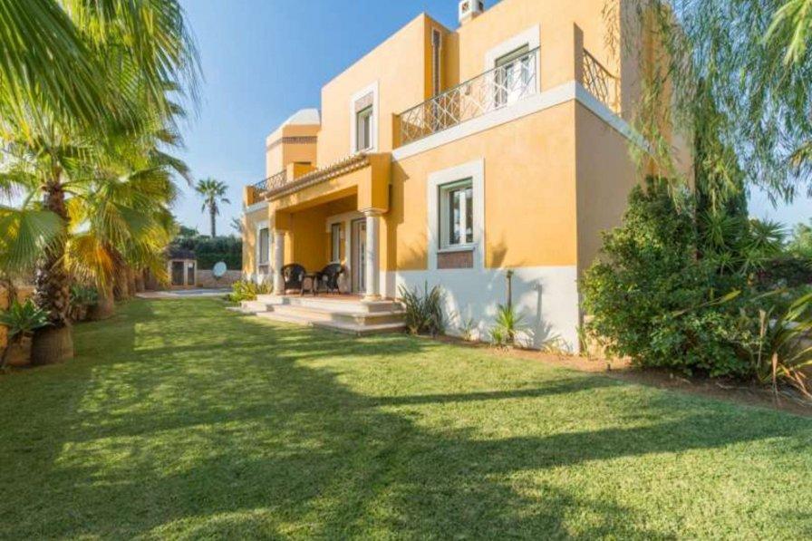 Villa rental in Guia