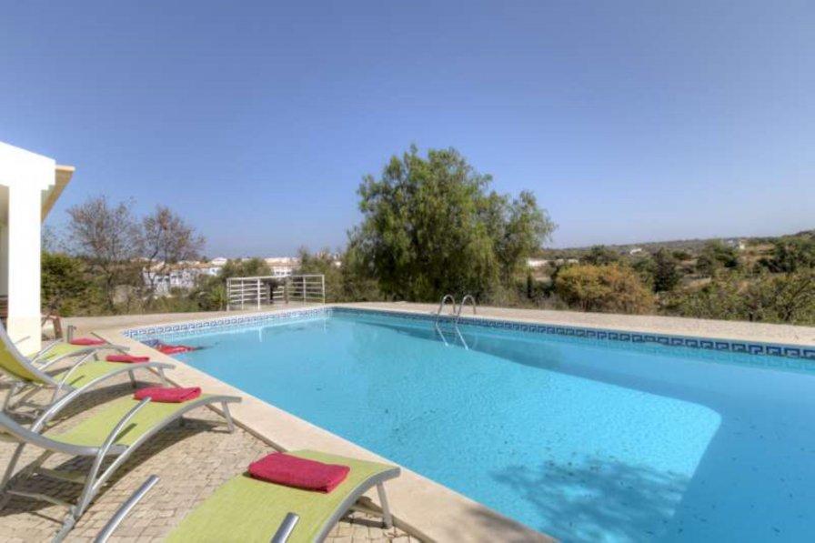 Villa to rent in Ferragudo