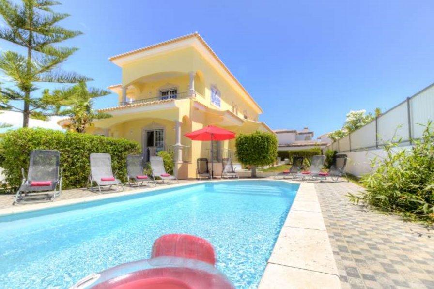 Villa to rent in Bela Vista