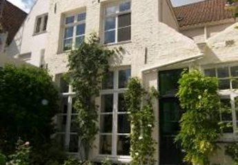 House in Belgium, Brugge: Buck  side