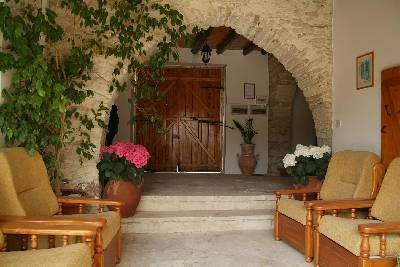 Apartment in Cyprus, Kalavasos: Relax in the shade of the hallway with a good book