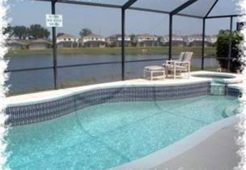 Villa in USA, Sunset Lakes: Pool with spa/jacuzzi and lake view