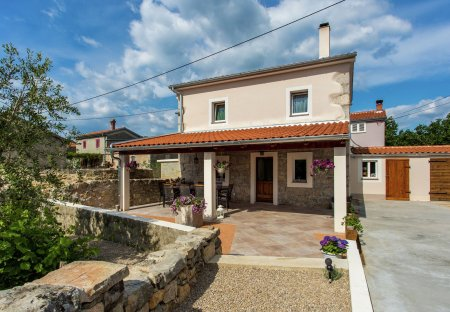 Villa in Milohnići, Croatia