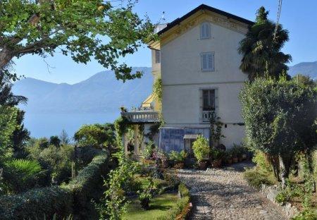 Villa in Bedero, Italy