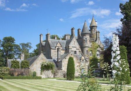 Chateau in Dalmeny/Kirkliston, Scotland: Carlowrie Castle near Kirkliston in Edinburgh, a luxury e..