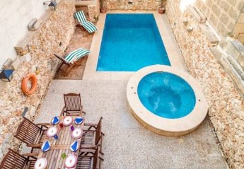 5 bedroom Farmhouse for rent in Nadur