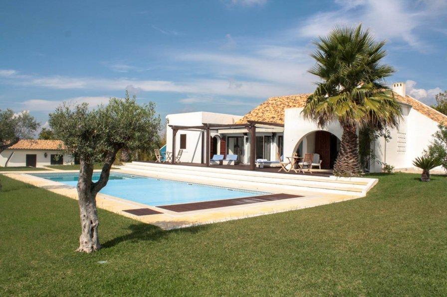 Villa in Portugal, Fetais