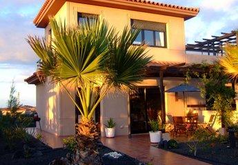 Villa in Spain, Majanicho: Villa Bocaina in the evening sunshine.