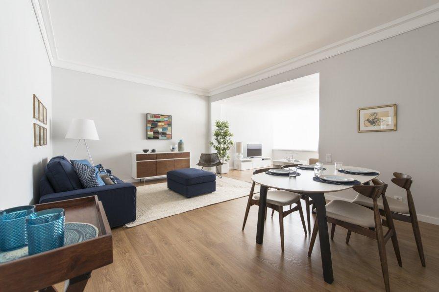 Elegant and bright apartment in Estoril