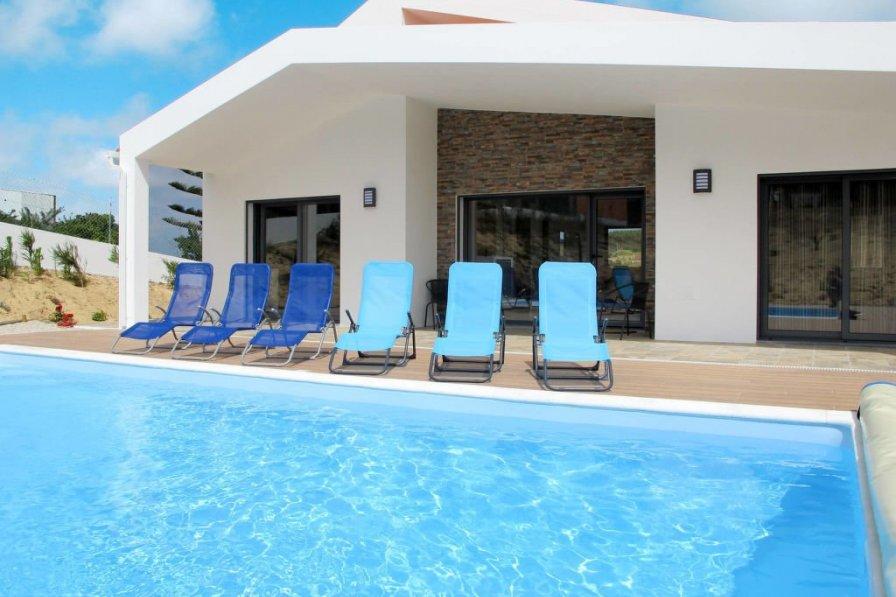 Owners abroad Do Pinheiros (OBI105)