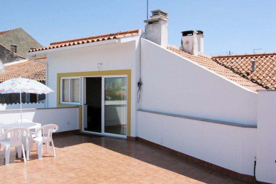 Villa in Portugal, Vestiaria