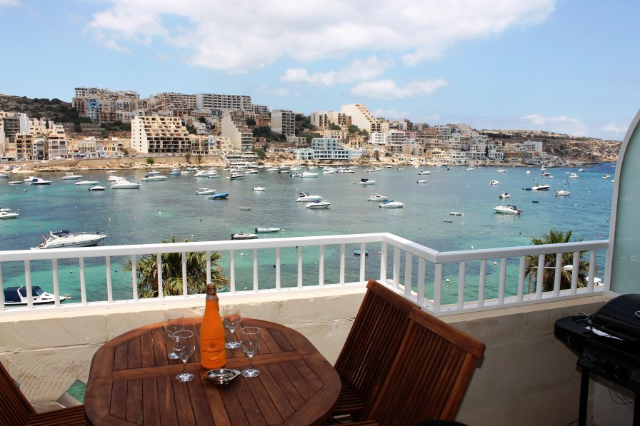 Blue Harbour 3 - Seafront Apartment in St. Paul's Bay
