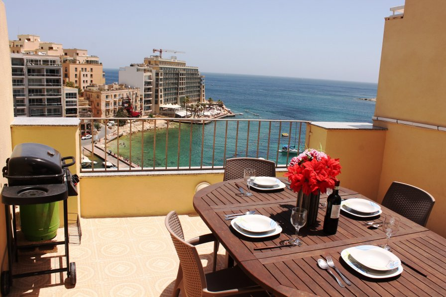 Spinola Bay Seafront Penthouse