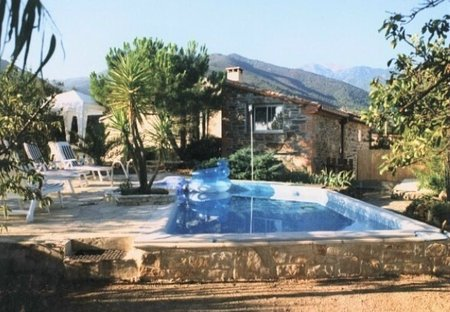 Farm House in Rigarda, the South of France: Mas Montebello overall view