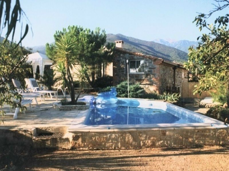 Farm house in France, Prades: Mas Montebello overall view