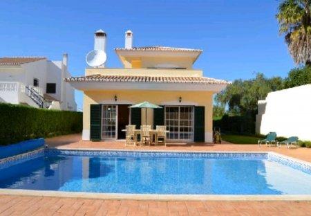 Villa in Montinhos da Luz, Algarve