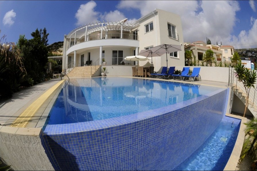 Luxury 4 Bed Villa Close to Coral Bay - Stunning Infinity Pool