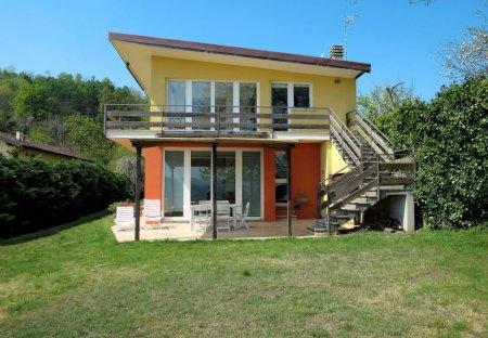 Villa in Pella, Italy