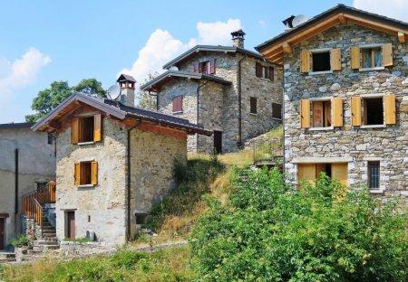 Villa in Malè, Italy