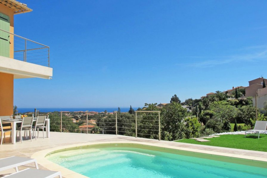 Ferienhaus mit Pool (AGU140)