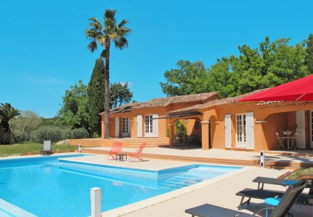 Villa in Bagnols-en-Forêt, the South of France