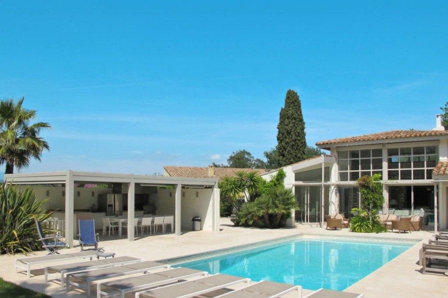 Ferienhaus mit Pool (GAN150)