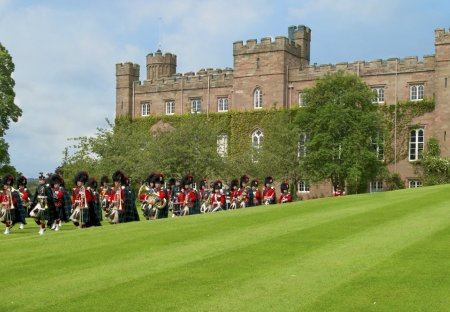 Chateau in Dunsinnan, Scotland: 6.7.2012. Royal visit of HM Queen and Duke of Edinburgh to Scone P..