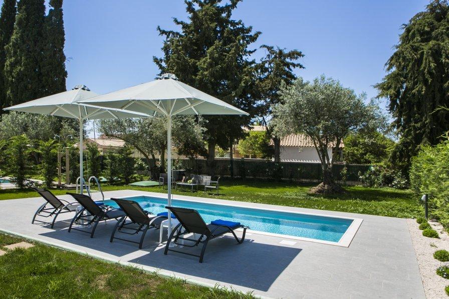 Villa Magnolia One bedroom with pool at Cypress Garden Villas