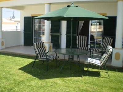 Apartment in Portugal, Praia da Gale: Patio and garden