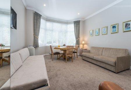 Apartment in Brondesbury Park, London