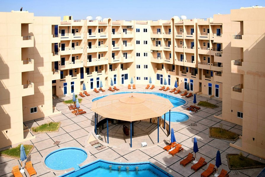 Tiba Resort P4 - Poolside Studio with Free WIFI and Outside Patio