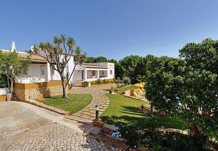 Villa in Mosqueira, Algarve