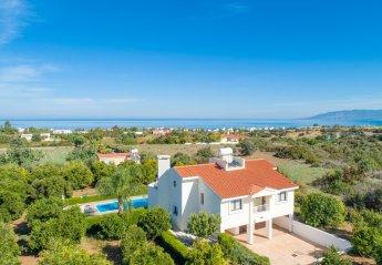 4 bedroom Villa for rent in Latchi