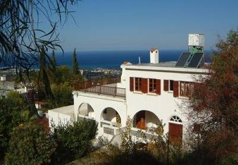 7 bedroom House for rent in Bellapais