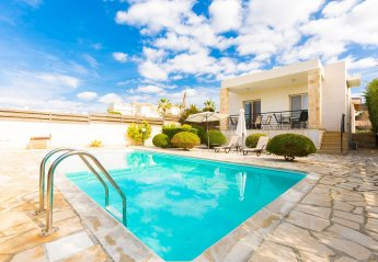 5 bedroom Villa for rent in Kissonerga