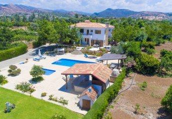5 bedroom Villa for rent in Argaka